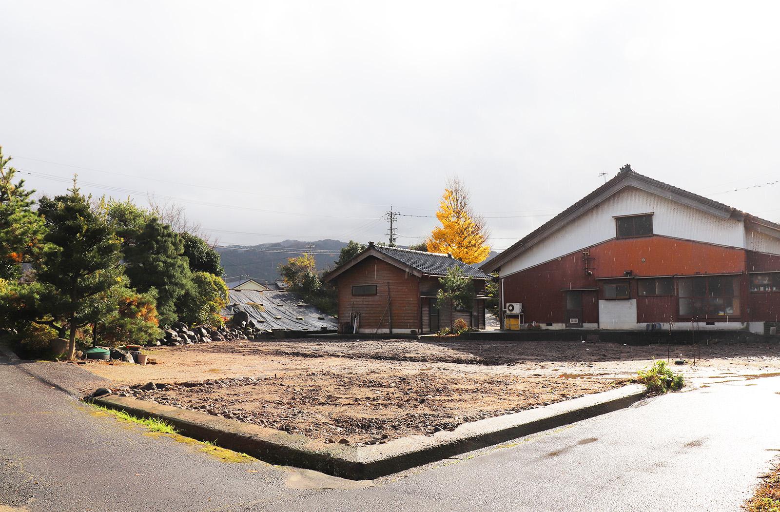 住宅一棟と納屋二棟の解体工事及び遺品整理